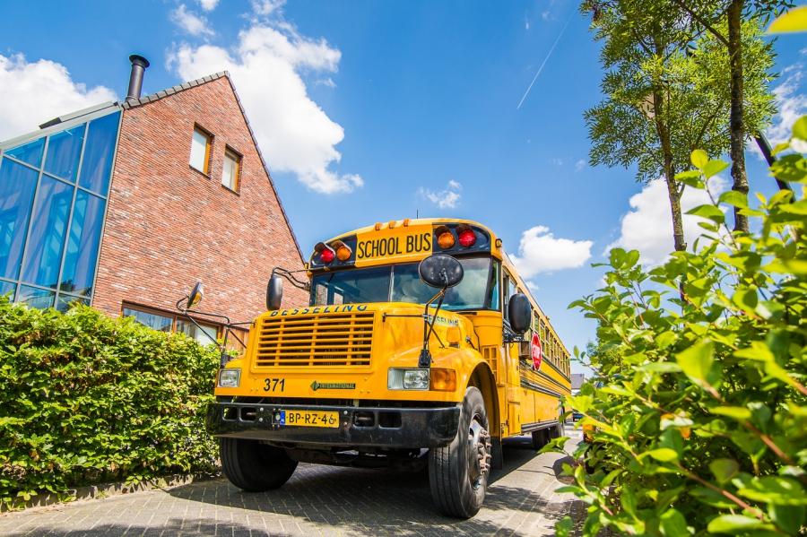 Trouwauto Amerikaanse Schoolbus